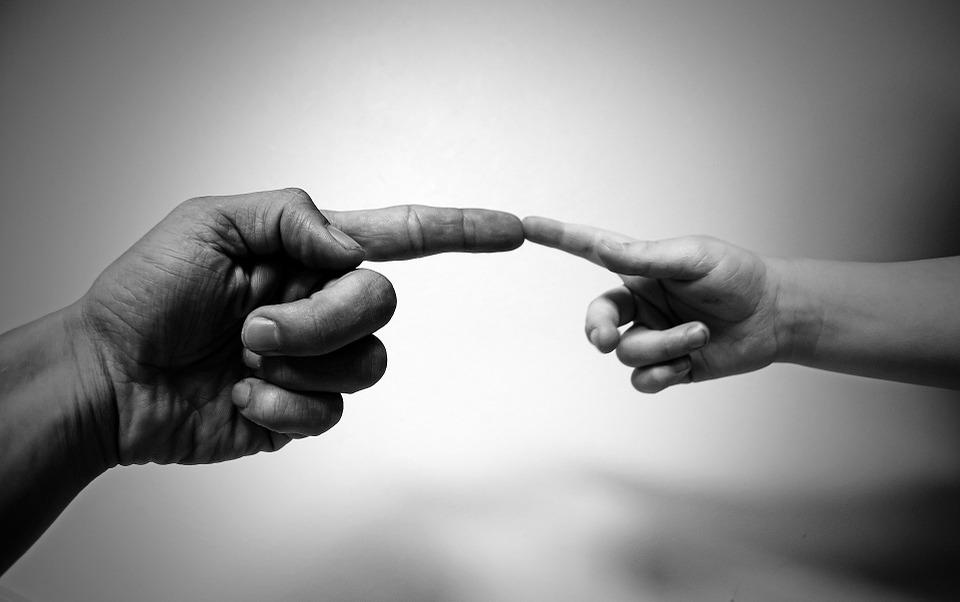 ruce dotek boha